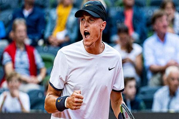 Tay vợt 18 tuổi hạ cựu vô địch ở Hamburg