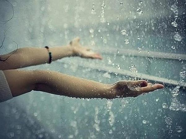 Mơ thấy mưa báo mộng điều gì và con số may mắn?
