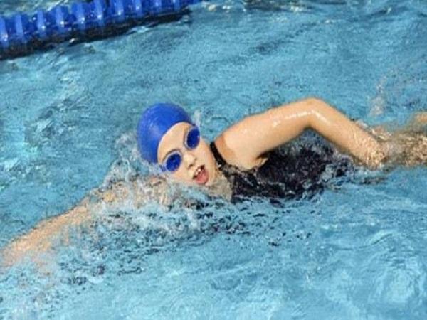 Mơ thấy bơi trong nước báo hiệu điều gì, đánh con gì?