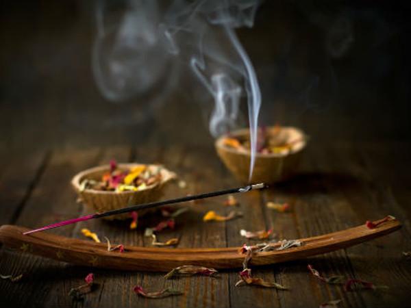 Mơ thấy hương nhang đánh con gì, là dự cảm tốt hay xấu?