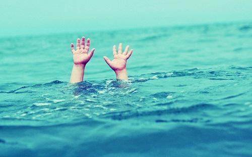 mơ thấy chết đuối