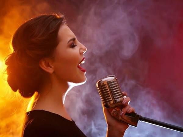 Mơ thấy ca sĩ có ý nghĩa gì? Đánh con nào chắc ăn?